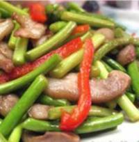蒜苔炒猪头肉的做法