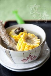 香菇玉米肋排汤的做法
