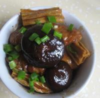 腐竹香菇炖翅中的做法