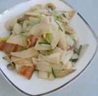 腊味菌菇烩鱼丸的做法