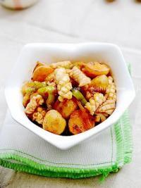 小土豆烧鱿鱼的做法