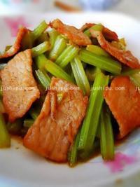 家常菜 芹菜炒肉的做法