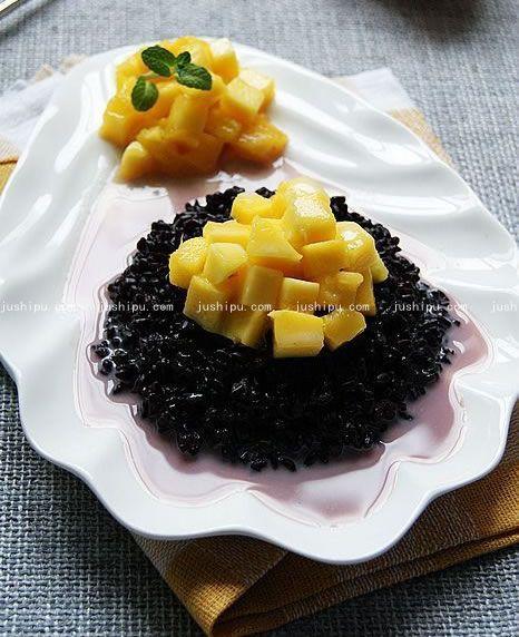 椰汁芒果紫米饭的做法 www.meitianmeiwei.com