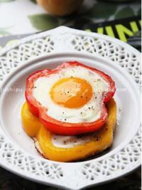 家常菜 彩椒圈太阳花煎蛋的做法