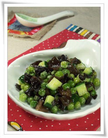 木耳烩豌豆的做法 www.meitianmeiwei.com