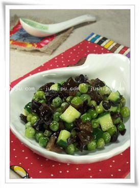 木耳烩豌豆的做法